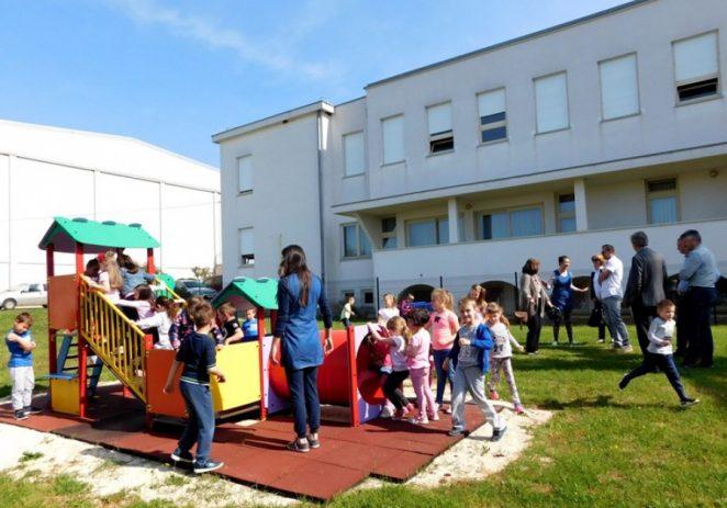 Područni vrtić Kaštelir dobio opremljeno dječje igralište