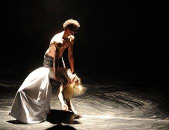 Plesna predstava ONA / HER u porečkom kazalištu u nedjelju, 20. travnja