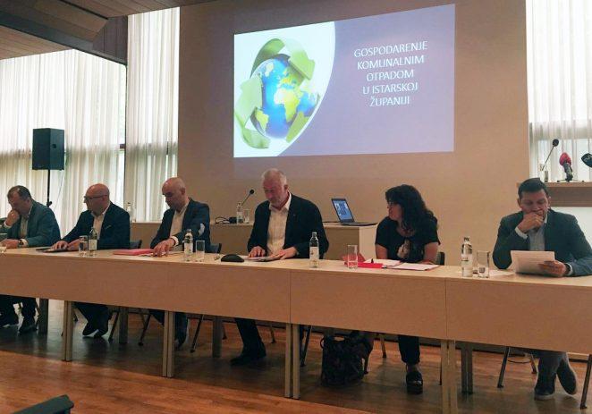Direktori komunalnih poduzeća Istre u Pazinu održali konferenciju za medije o primjeni novog sustava gospodarenja otpadom u Istarskoj županiji