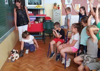 Udruga za zaštitu životinja SOS Šape Poreč održala prezentaciju za porečke osnovnoškolce
