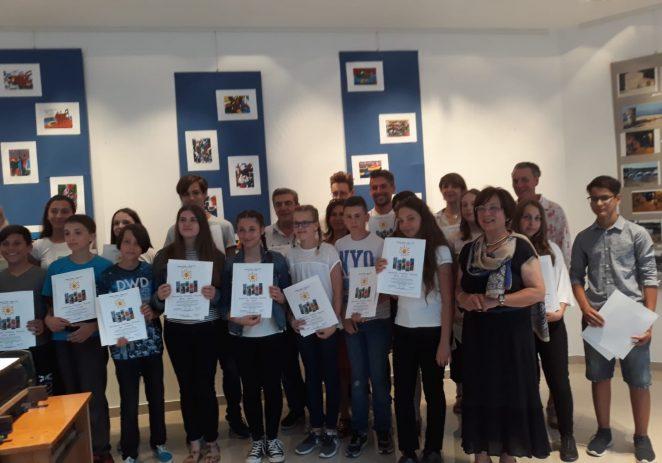U prostorijama Zajednice Talijana Tar otvorena izložba Male škole xilografije i umjetničke fotografije