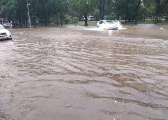 Potop u Istri: Grmljavinsko nevrijeme i jaka kiša, pulske prometnice pod vodom!