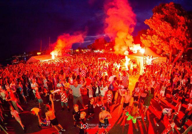 Tisuće ljudi u Poreču slavilo prolazak Hrvatske u finale Svjetskog nogometnog prvenstva