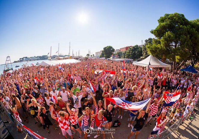 Desetak tisuća ljudi na porečkoj rivi, ulicama i lokalima slavilo naslov viceprvaka svijeta u nogometu
