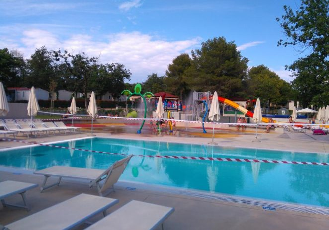 Trovanje djece klorom na bazenu na Lanterni, 13-ero ih završilo u bolnici
