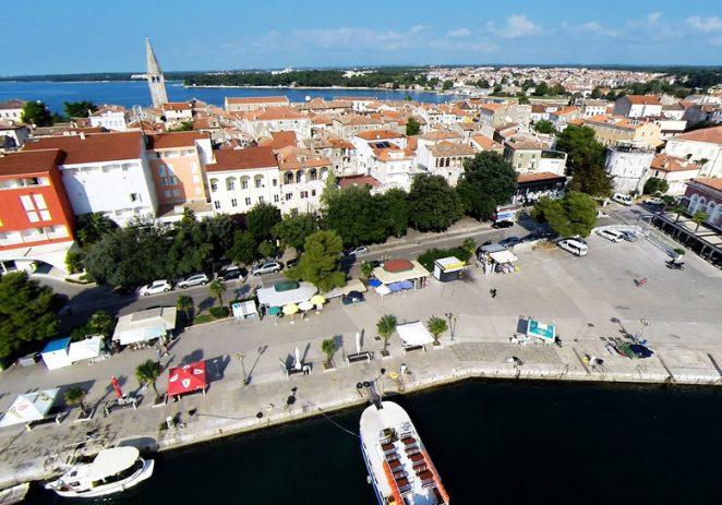 Najveći ekran u Istri za zajedničko gledanje polufinala Hrvatska-Engleska u srijedu na porečkoj rivi