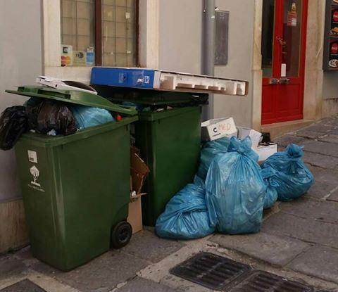 Grupa građana iz Pule: Brojna pitanja i nelogičnosti oko usluge odvoza smeća