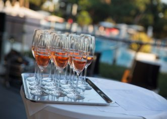 Tijekom ljetne sezone Vinske večeri u Hotelu Parentium Plava Laguna