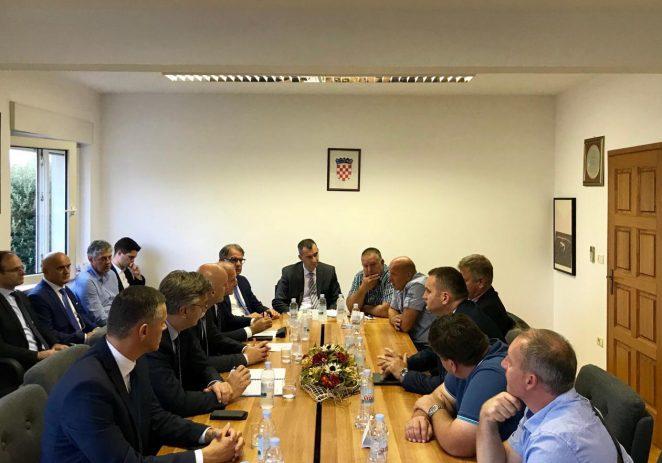 Lučkoj upravi Poreč dodjeljuje se 10,6 milijuna kuna za produljenje gata  15,7 milijuna kuna za ribarske luke u Istri