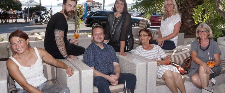 Sudionici 36. slikarske kolnije, voditeljica Jerica Ziherl i Deana Stipanović i Nives Matić iz Valamar Riviere