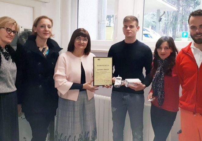 Mladi porečki poduzetnik David Šakota iz porečkog restorana Peterokutna kula donirao 15 tisuća kuna za Hitnu pomoć