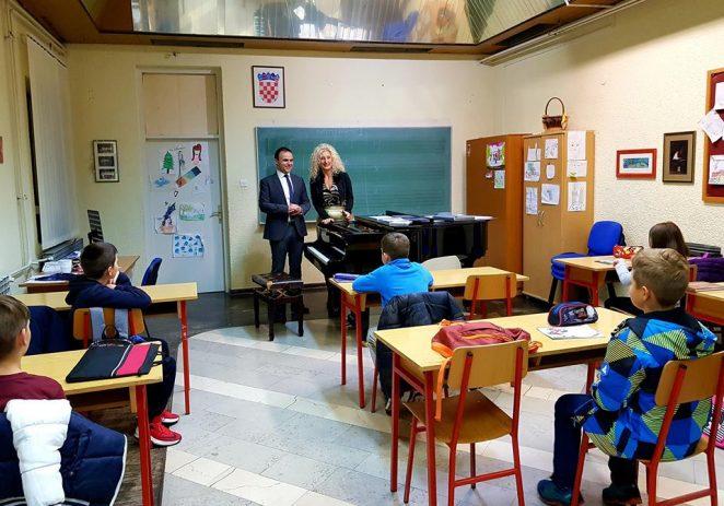 Umjetnička škola Poreč proglašena najuspješnijom školom, a Sanjica Sara Radetić najboljom ravnateljicom