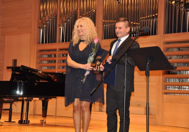 Umjetnička škola Poreč i ravnateljica Sanjica Sara Radetić nagrađena za  najuspješniju školu i ravnateljicu
