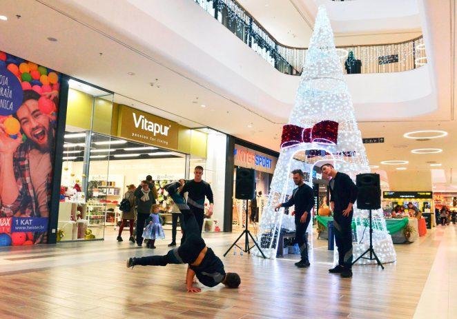 U najvećem trgovačkom centru u Istri Max Cityju, očekuje vas bogat  blagdanski program i Adventski sajam – Prigodno radno vrijeme za blagdane i praznike