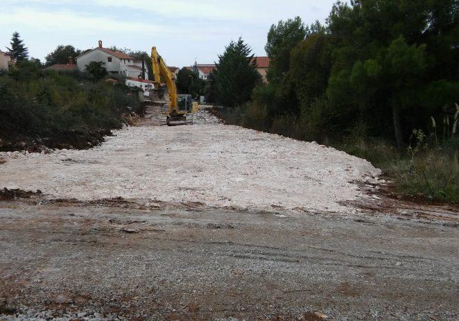Asfaltirane nove prometnice u Blagdanićima i Vranićima, te nasipani makadamski putevi u Jasenovici i Stanciji Benuška