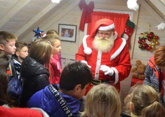 Učenici i učitelji Osnovne škole Vladimira Nazora u Vrsaru nisu prestali vjerovati u Djeda Mraza!