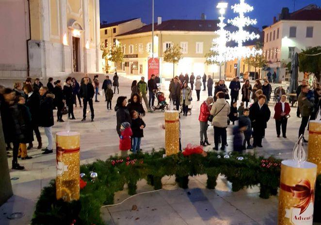 Djeca upalila prvu adventsku svijeću u Poreču