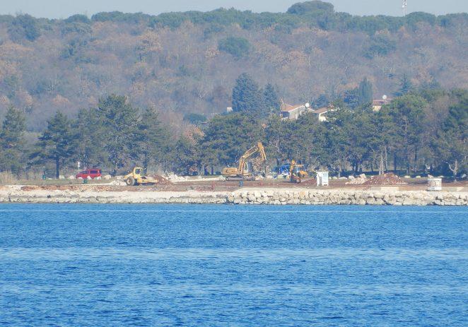 Još jedna atraktivna plaža Poreča uređuje se prije ljetne sezone