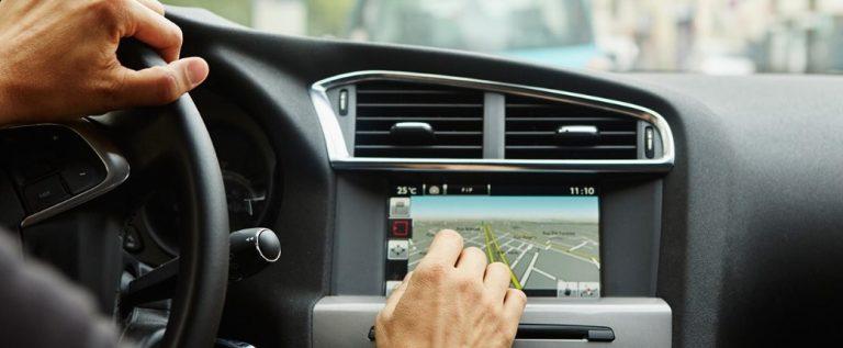 ometaju-li-touchscreen-zasloni-vozace-u-voznji_e1K-cT