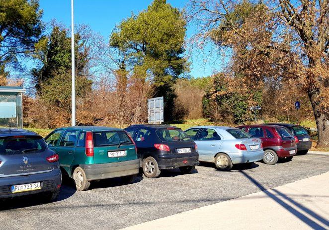 Asfaltirano parkiralište u St. Portun i nogostup u ulicama Veli Jože i Nade Dimić