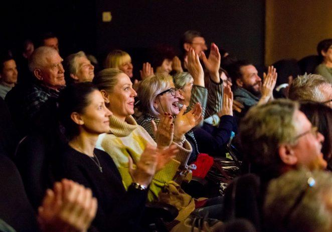 Porečki festival komedije i smijeha ulazi u drugi tjedan održavanja – Tarik Filipović večeras na 12. Zlatnom zubu