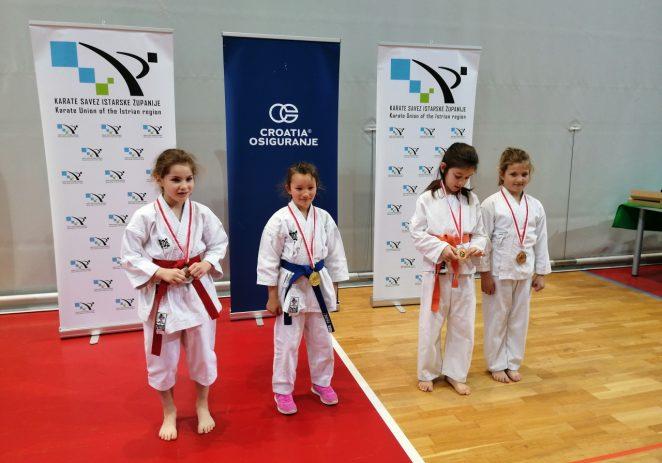 Karate: U dvorani Žatika održano Županijsko prvenstvo u katama – karatisti Finide osvojili 22 medalje !