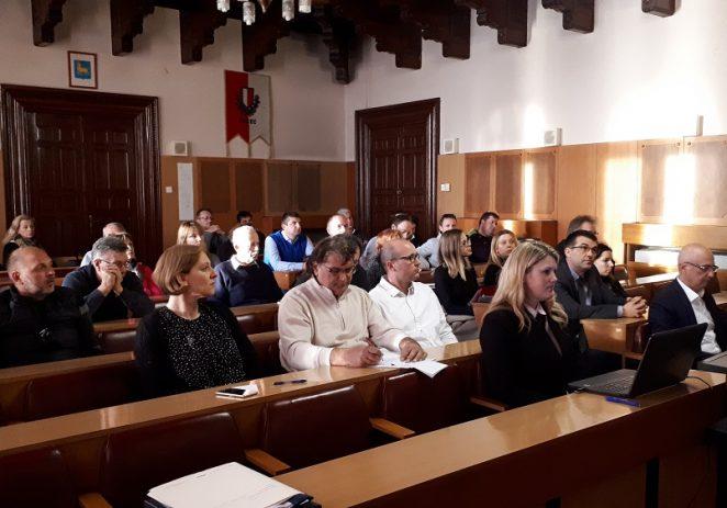 """Na temu """"Izazovi razvoja turizma u Poreču"""" raspravljalo se jučer u gradskoj vijećnici Grada Poreča"""