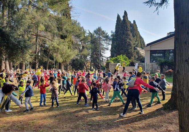 """I porečki predškolci u akciji """"Hoditi i zdravi biti"""" (foto)"""
