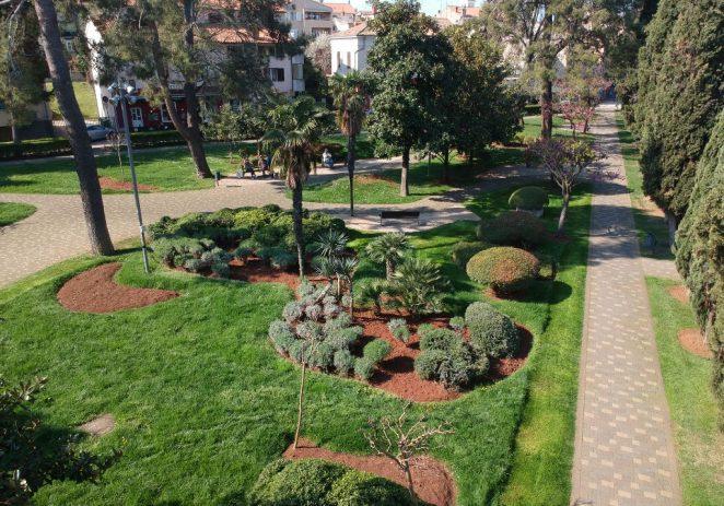 Ovih dana u toku je i intenzivno uređivanje javnih zelenih površina u Poreču
