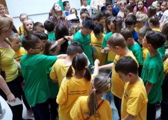 Na Dan osnovne škole Finida učenici ubacivali poruke u vremensku kapsulu