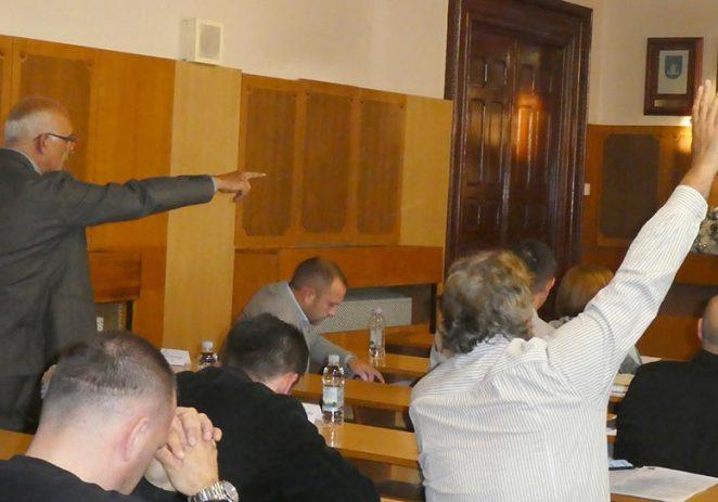 Burno na sjednici Gradskog vijeća Grada Poreča – Oporba napustila vijeće, Zennaro traži dolazak DORH-a i USKOK-a iz Zagreba