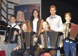 Porečki harmonikaši jedini predstavnici Istre, ponovno briljirali i osvojili prve nagrade na 9. Međunarodnom festivalu harmonike u Tivtu, Harmonika Fest