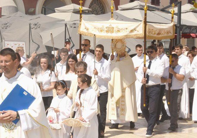 Svečanom misom i procesijom u Poreču je obilježen blagdan Tijelova