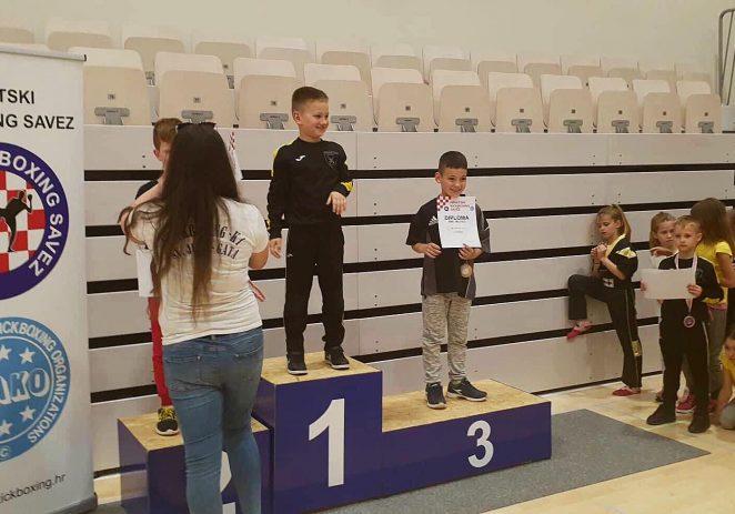 Vrsarski Kickboxing klub s Državnog prvenstva donio zlatnu i brončanu medalju.