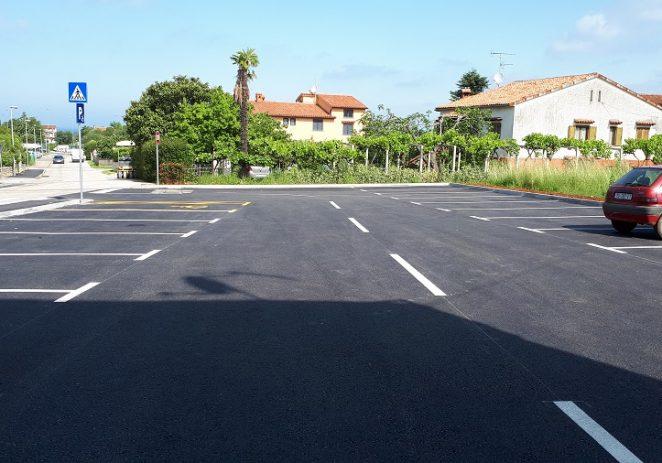 Nastavljaju se komunalna ulaganja u Poreču – novi parking u Grožnjanskoj, pješačke površine u naseljima Špadići i Čimižin, te obnova tabela s nazivima ulica