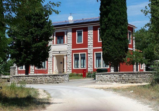 Mjesni odbor Varvari poziva Vas na otvorenje VII. zajedničke izložbe mještana Varvari u srijedu, 20. studenog