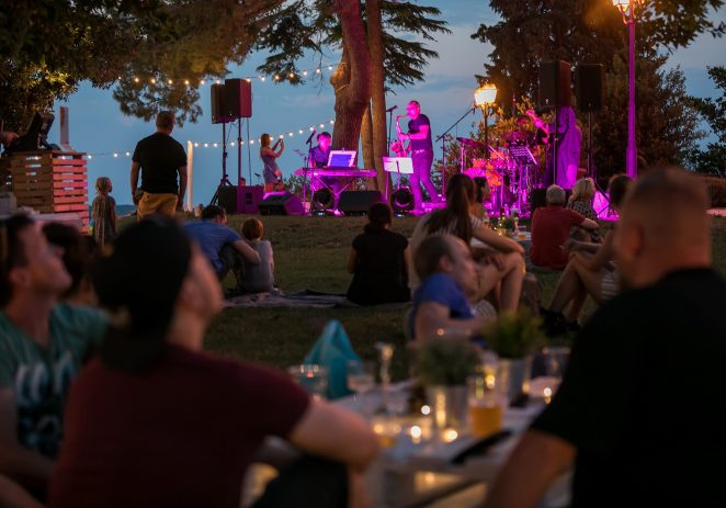 Beats & Bites na Poreč Open Air Festivalu – romantični piknik uz zalazak sunca