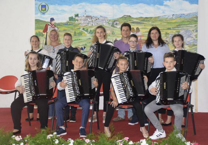 Porečki harmonikaši ponovno pobijedili osvojivši 9 prestižnih nagrada i  pokala u Erbezzu