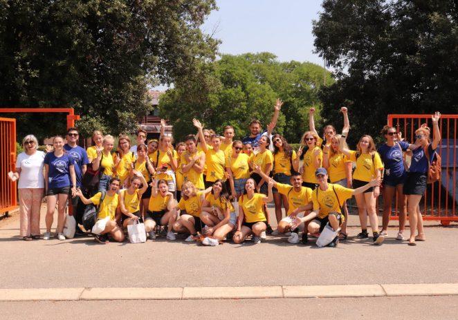 Polaznici međunarodnog Lions kampa mladih obojili ogradu Osnovne Škole Poreč