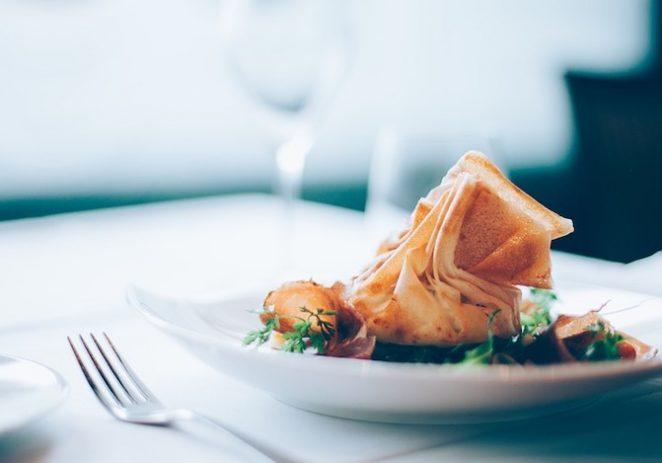 Vlada se predomislila. PDV na hranu u restoranima ipak se smanjuje na 13 posto?