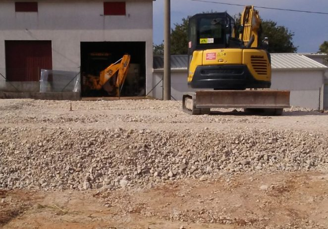 Nastavak komunalnih radova u Poreču: asfalt u Brčićima, Starom Červaru i Mugebi, napreduju igrališta u Radmanima i St. Portun