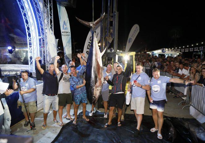 """Prvog dana natjecanja oboren rekord svih izdanja porečkog turnira – Ekipa """"Axopar"""" ulovila rekordnu tunu od gotovo 200 kg"""