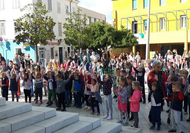 Ljubav djeci prije svega – DND Poreč na Trgu slobode okupilo više od 300 djece povodom Dječjeg tjedna