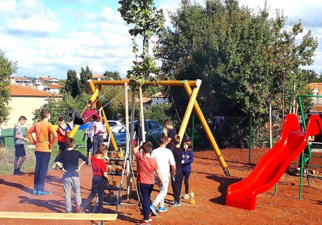 Uređenje novog polivalentnog i dječjeg igrališta u Radmanima uz feštu mještana