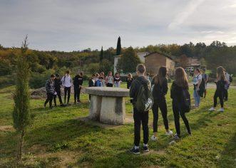 Učenici porečke Talijanske osnovne škole posjetili  Aleju glagoljaša