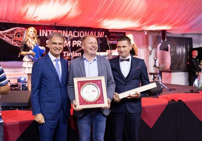 Šampion 13. Internacionalnog sajma pršuta u Tinjanu je Moreno Mekiš iz Vižinade