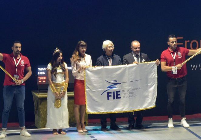 Zastava Svjetske federacije mačevanja (FIE) službeno predana Gradu Poreču