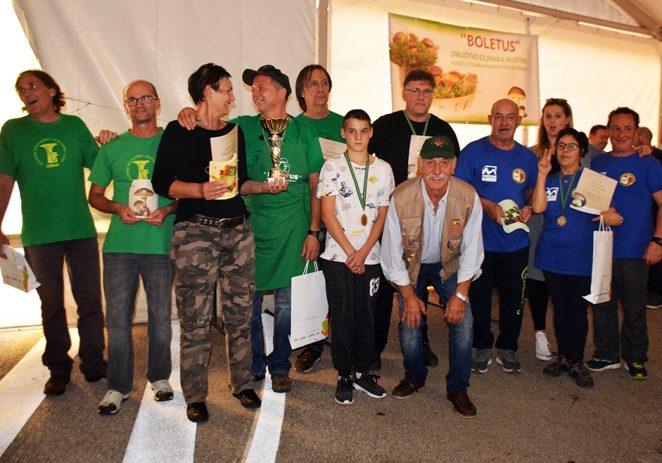 U Brtonigli predstavljen rekordan broj vrsta gljiva, prikupljena znatna sredstva za humanitarne svrhe i ubrana ogromna gljiva