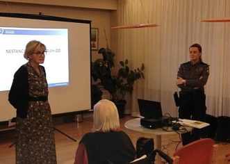 Policijska službenica Odjela prevencije Sanja Delač Fabris održala predavanje u porečkom Domu za starije o nestancima starijih osoba