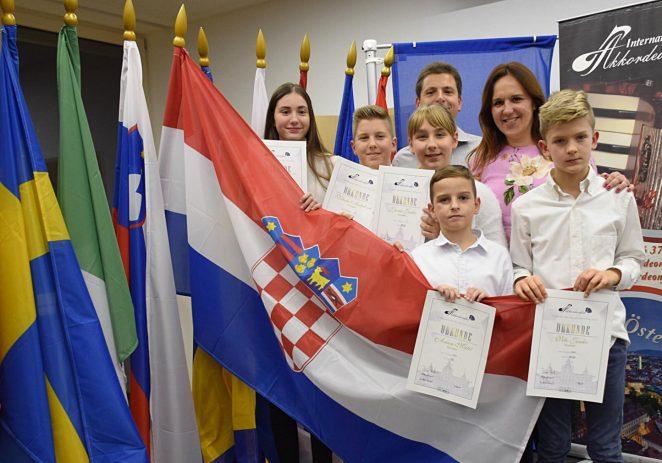 Porečki harmonikaši donijeli nagrade kao jedini predstavnici osnovnih škola Poreča, Istre i Hrvatske u Grazu